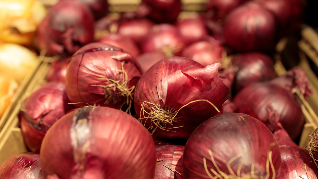 Red onions in the supermarket