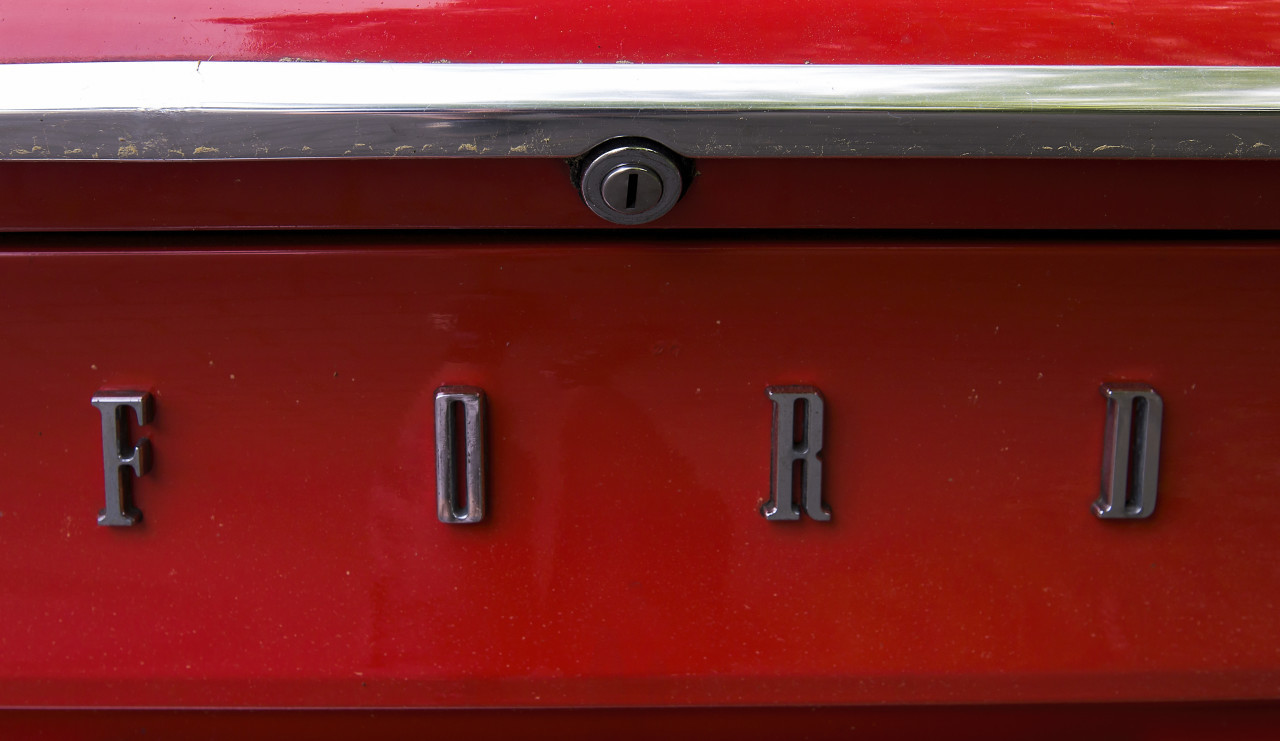 ford consul logo red