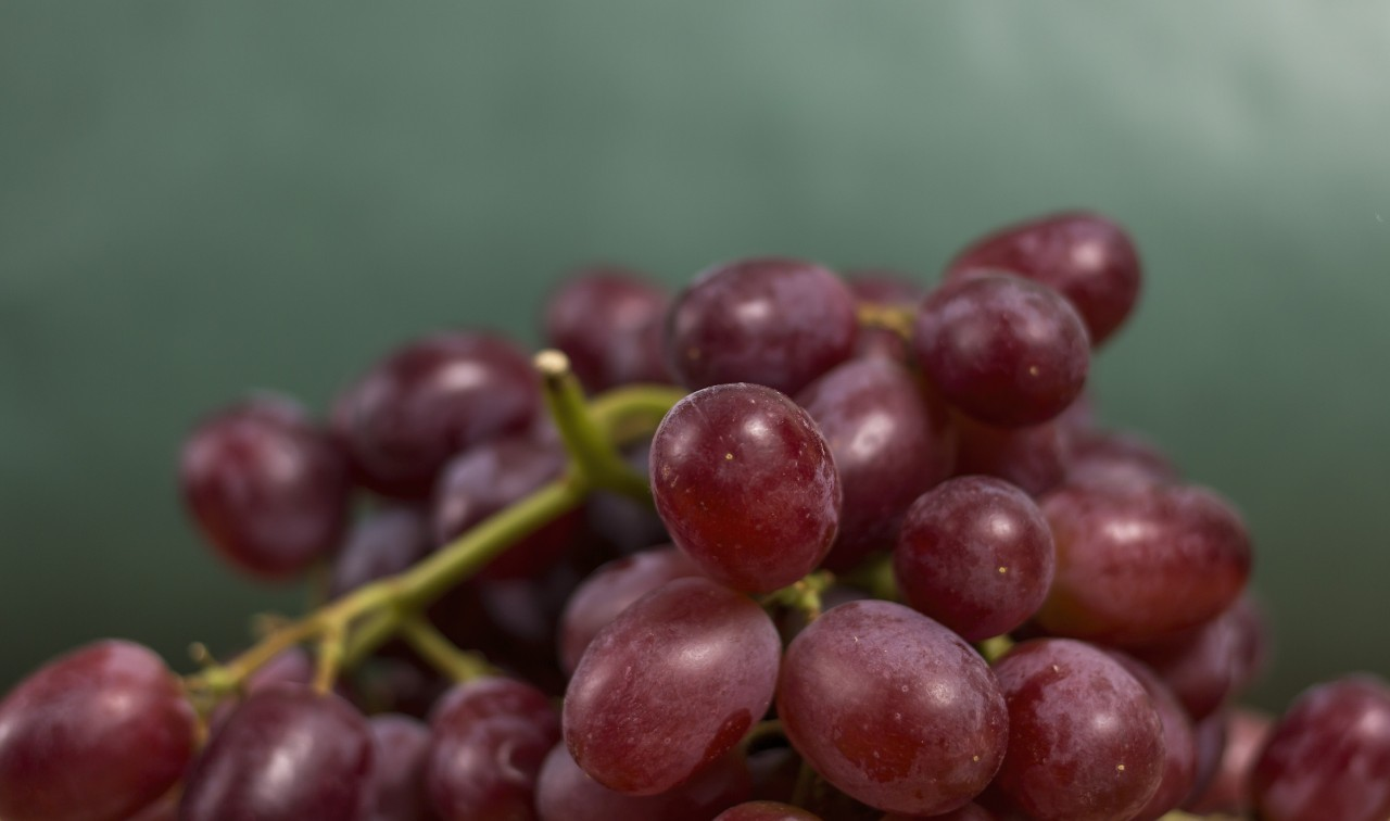 red grapes in a kitchen