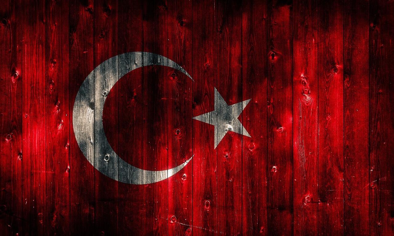 turkey flag painted on wood
