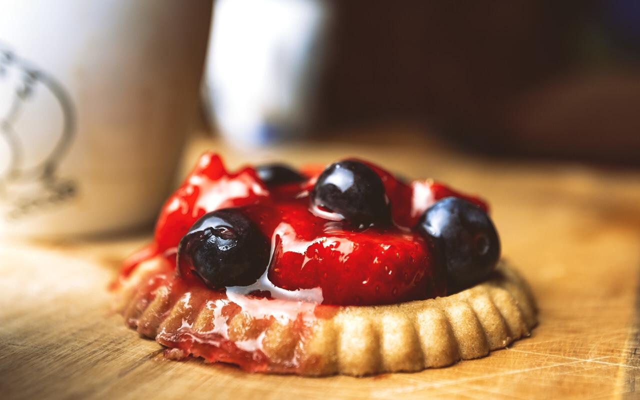 blueberry strawberry cake