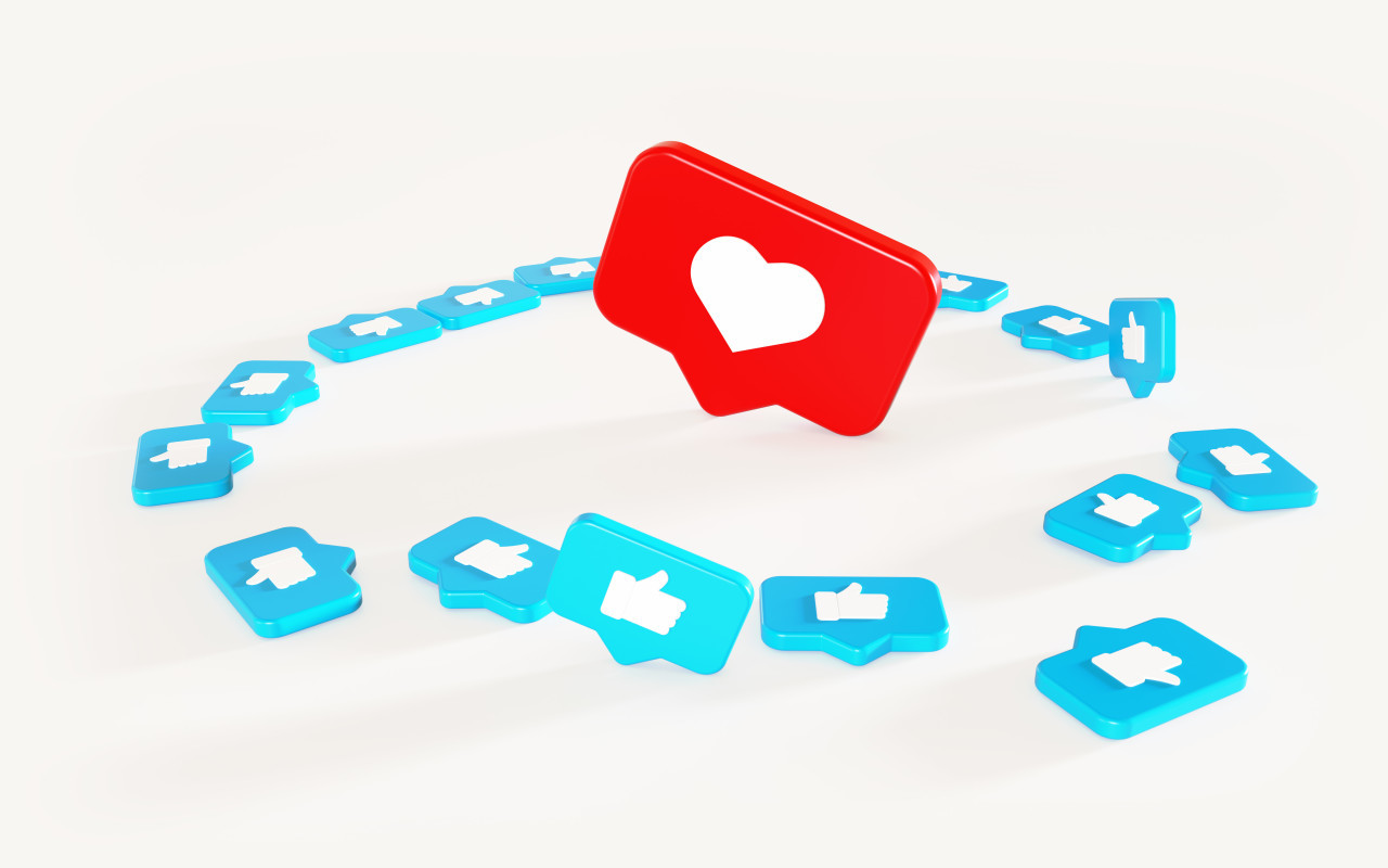 3D-Illustration Social Media Network Love and Like Heart and thumbs up Icon Rendering white Background in red and blue.
