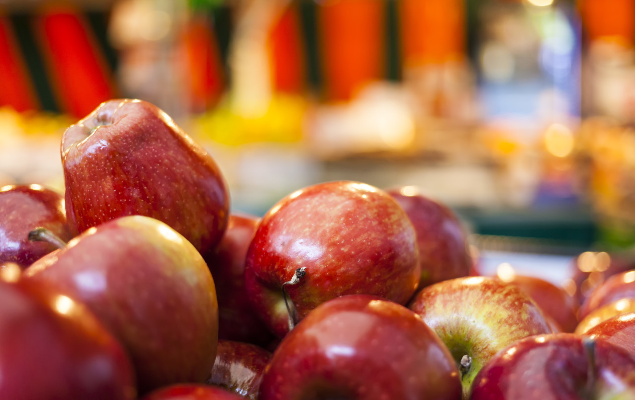 red apples in the market