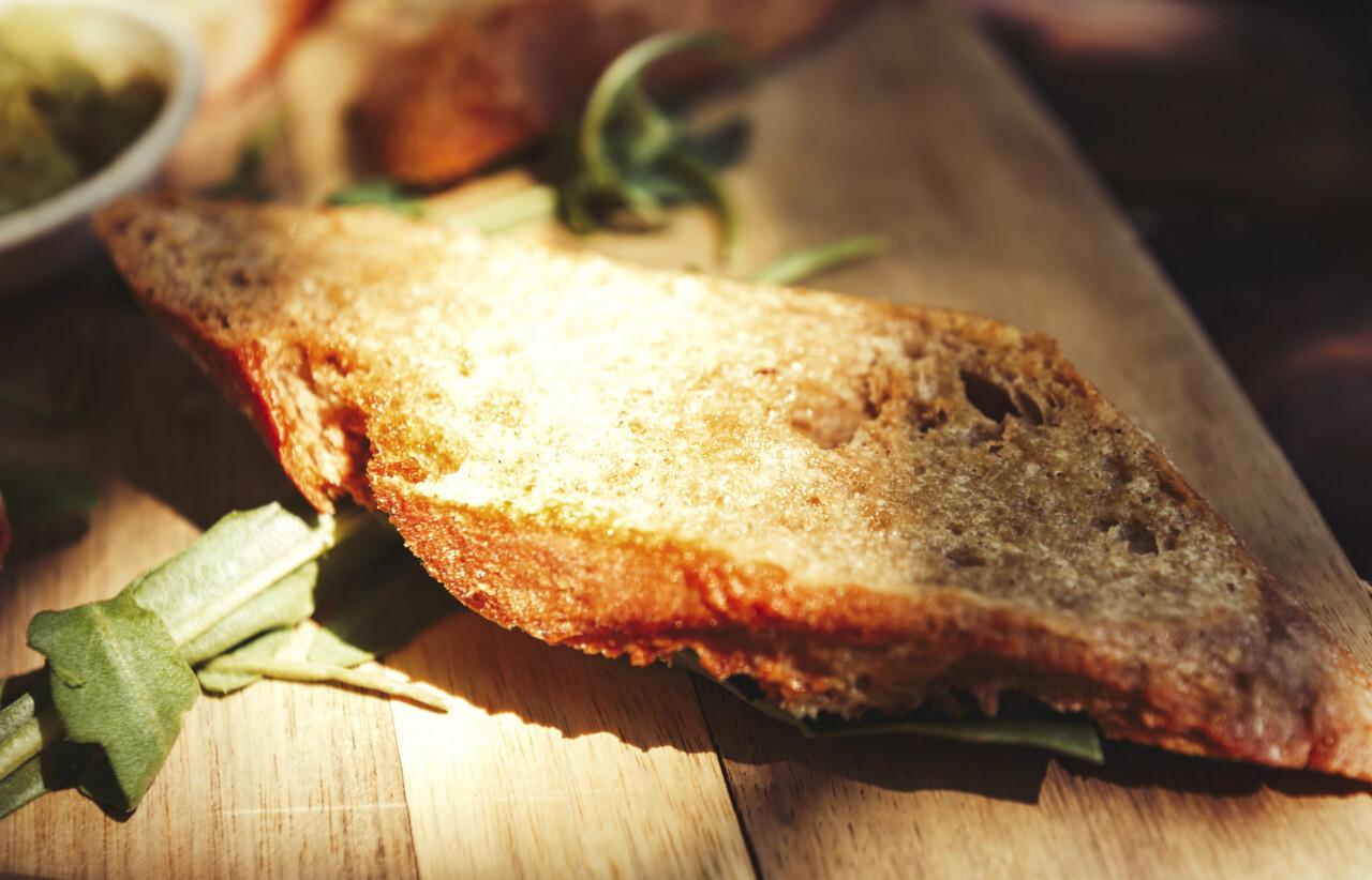 garlic baguette slice