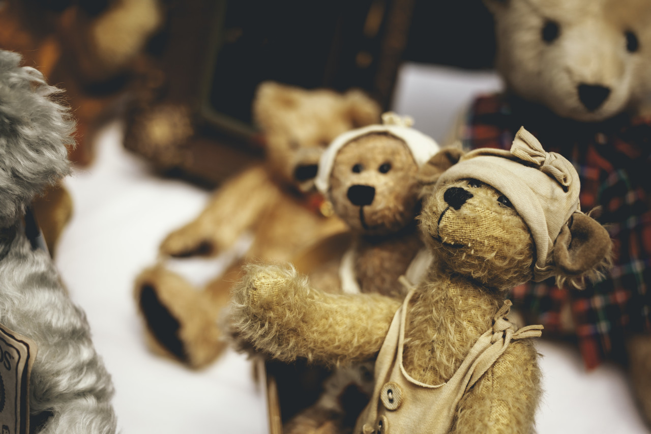 old vintage teddies at a flea market