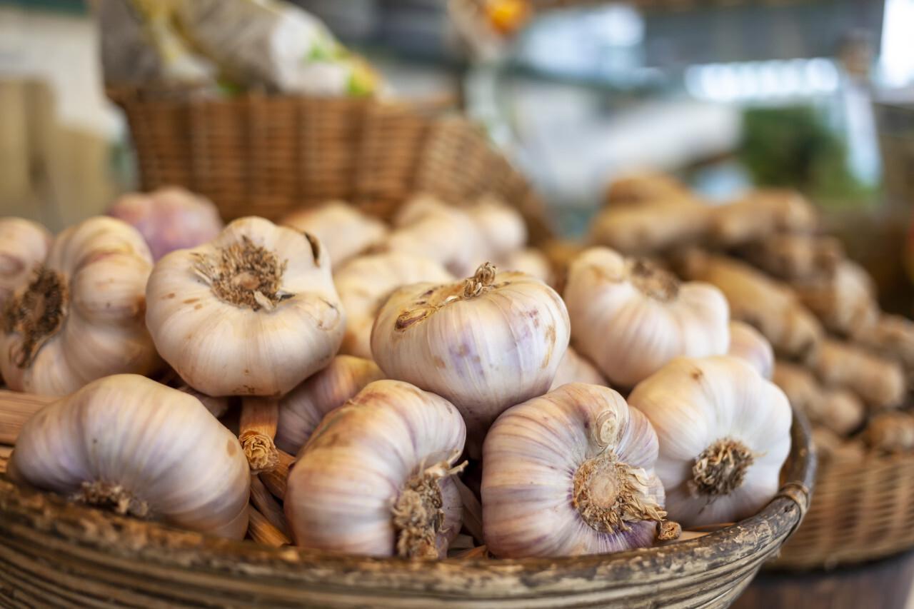 garlic in a basketon the market