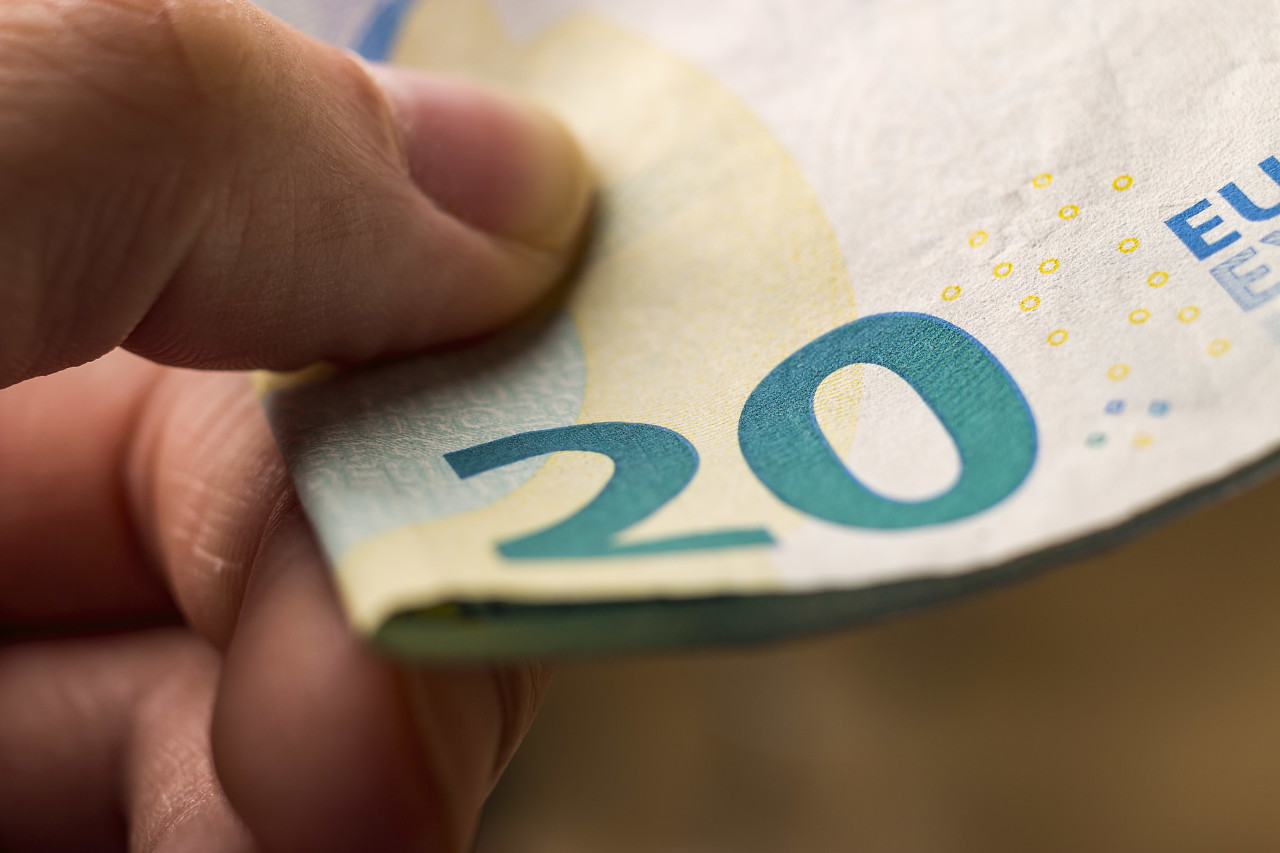 pay with 20 euro