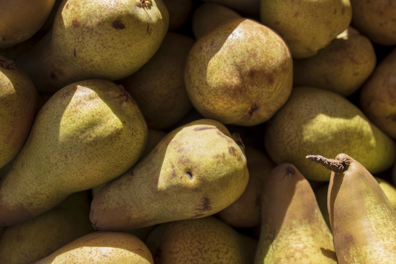 bunch of yellow pears on the market