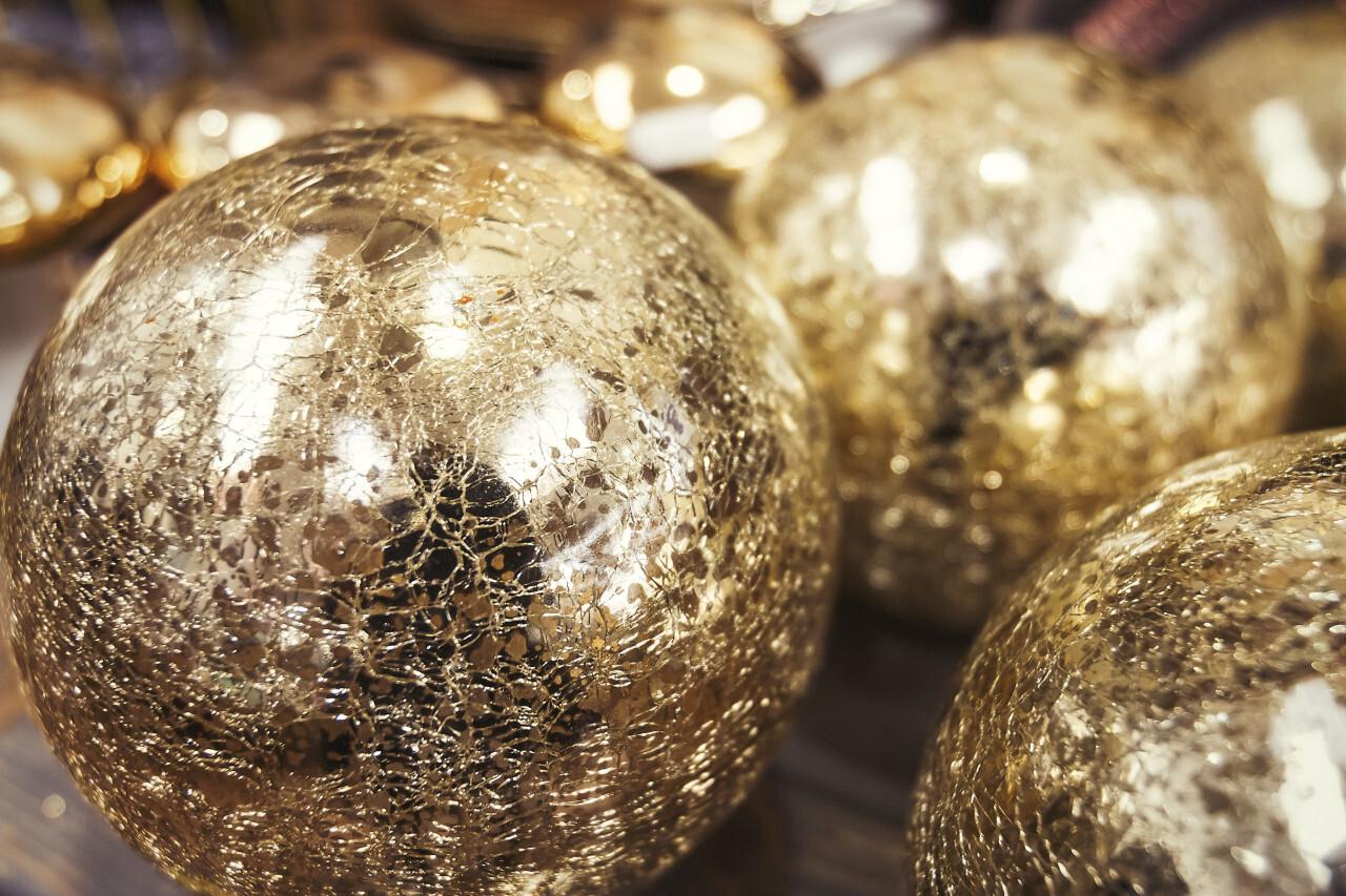 golden balls christmas
