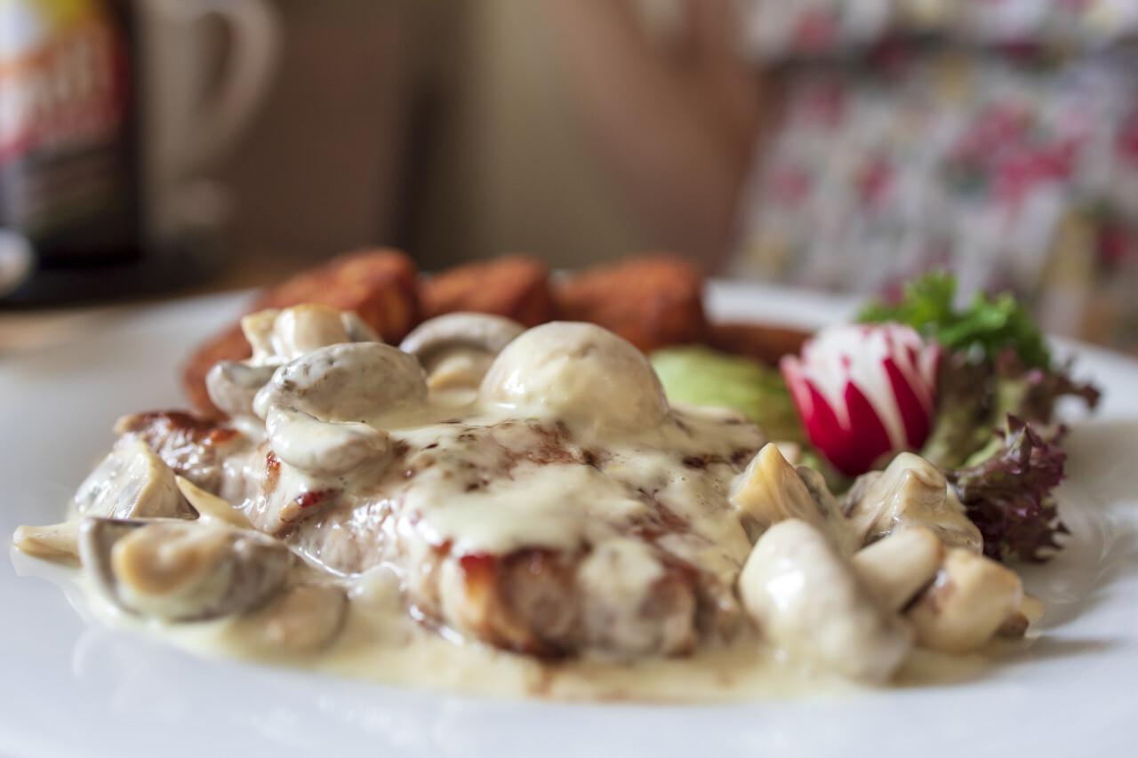 Veal steak in creamy mushroom sauce with hash browns