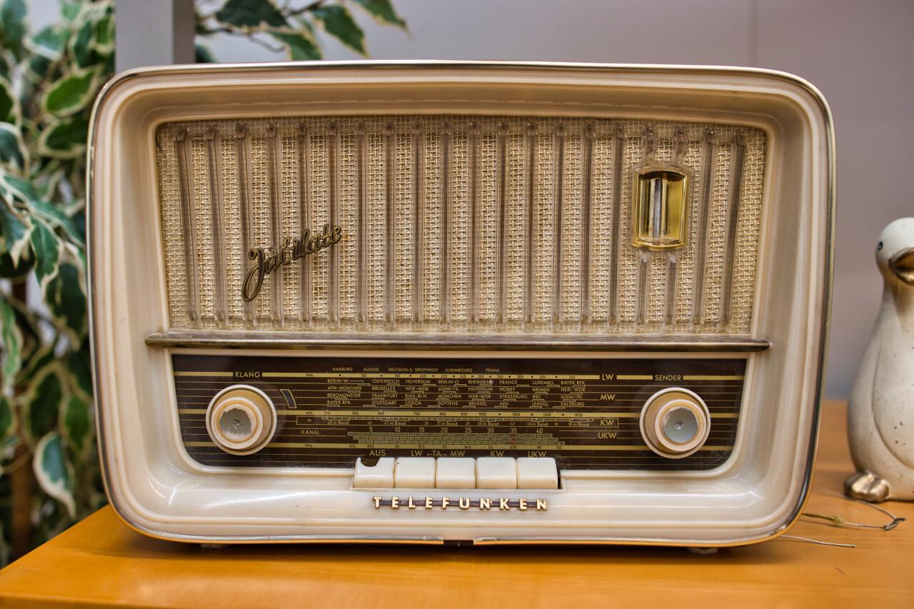 Vintage antique radio