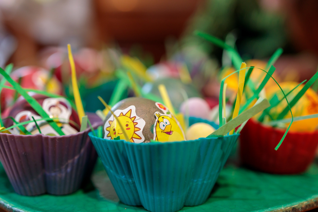 Small Easter baskets each with a decorated egg