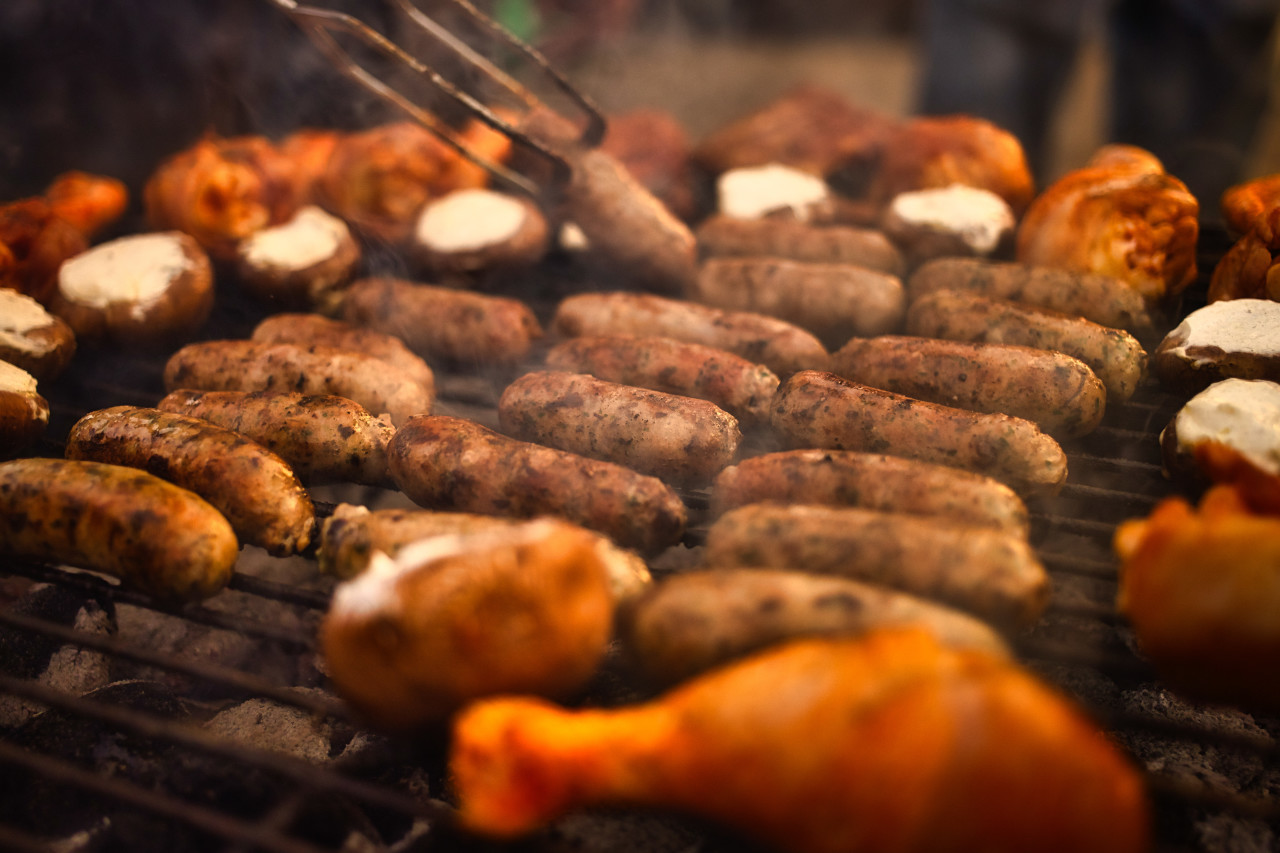 Sausages on a grill rack