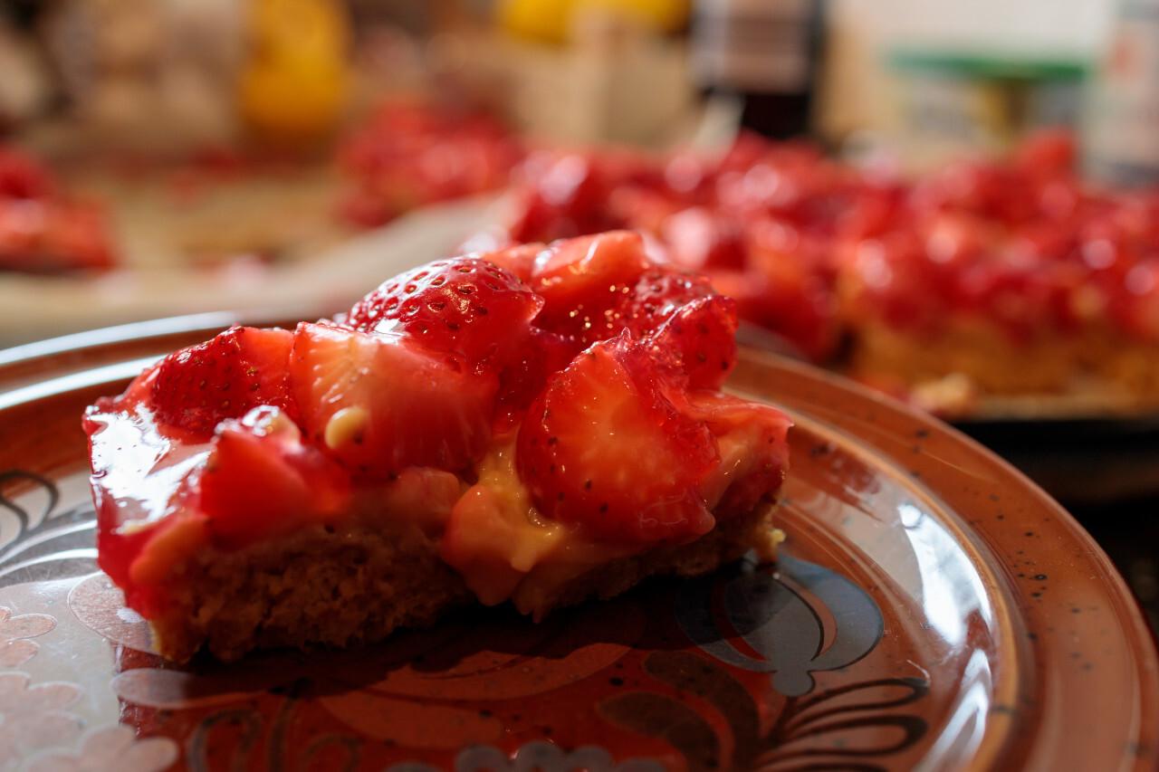 strawberrycake on a plate