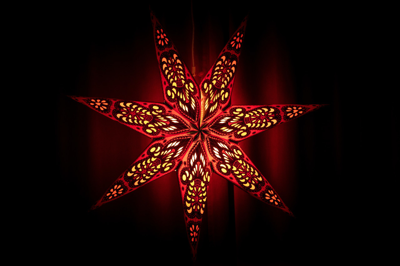 Red christmas star lamp