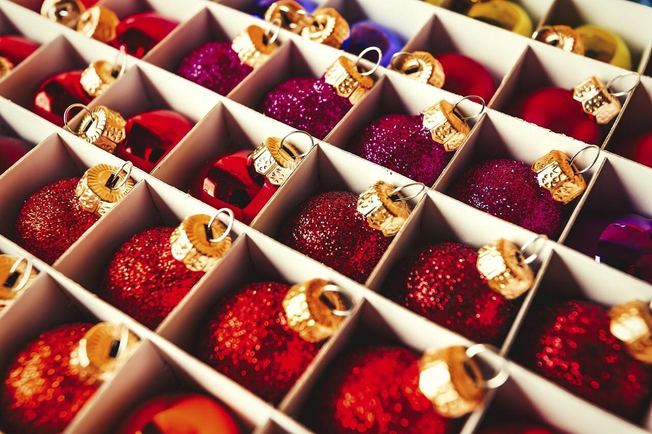christmas balls carton
