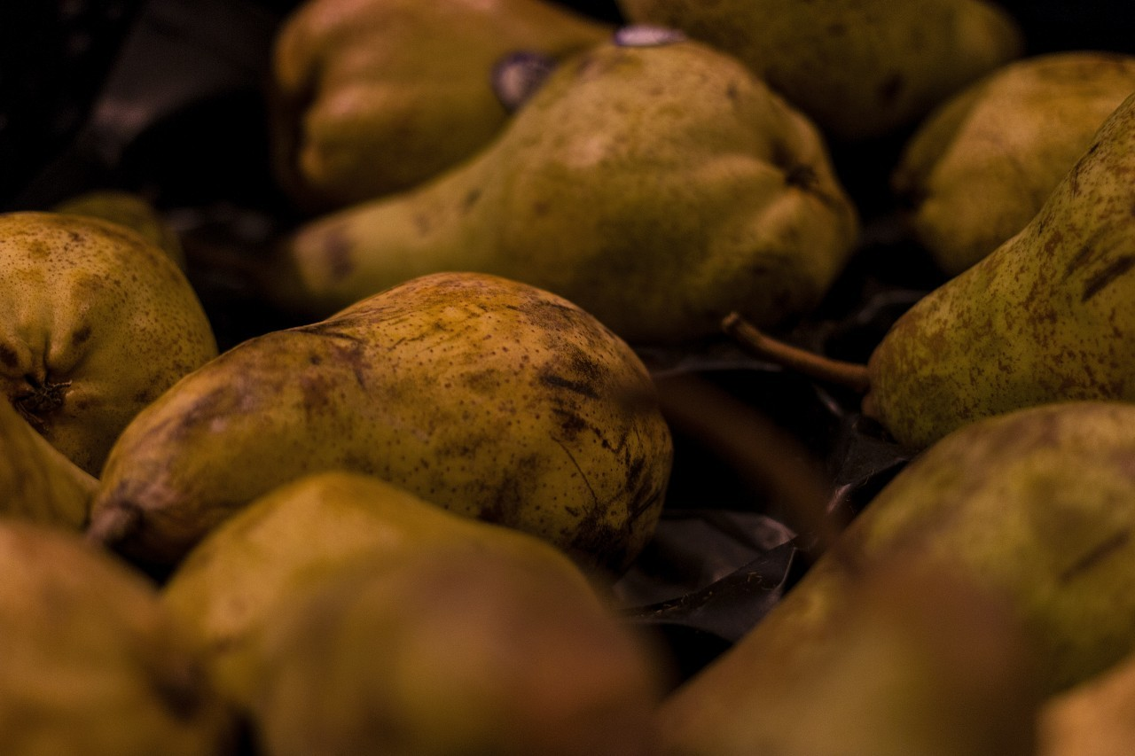 pears in a super market