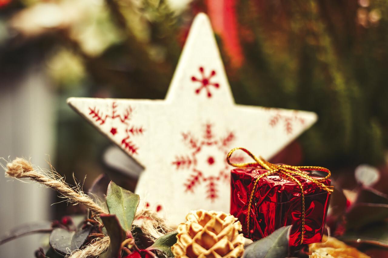 christmas star and gift decor