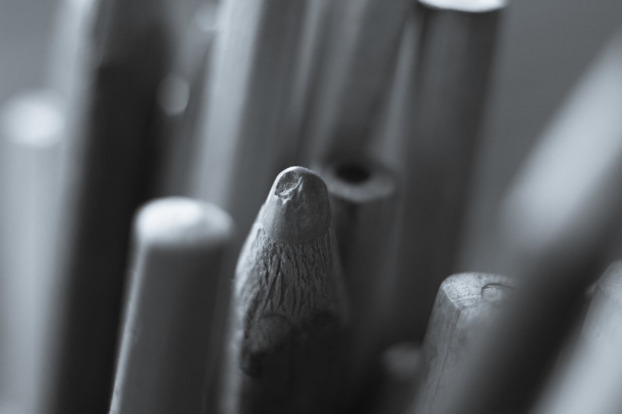 pens black and white