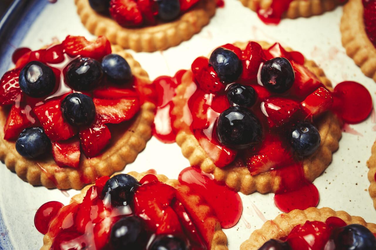blueberry strawberry cakes