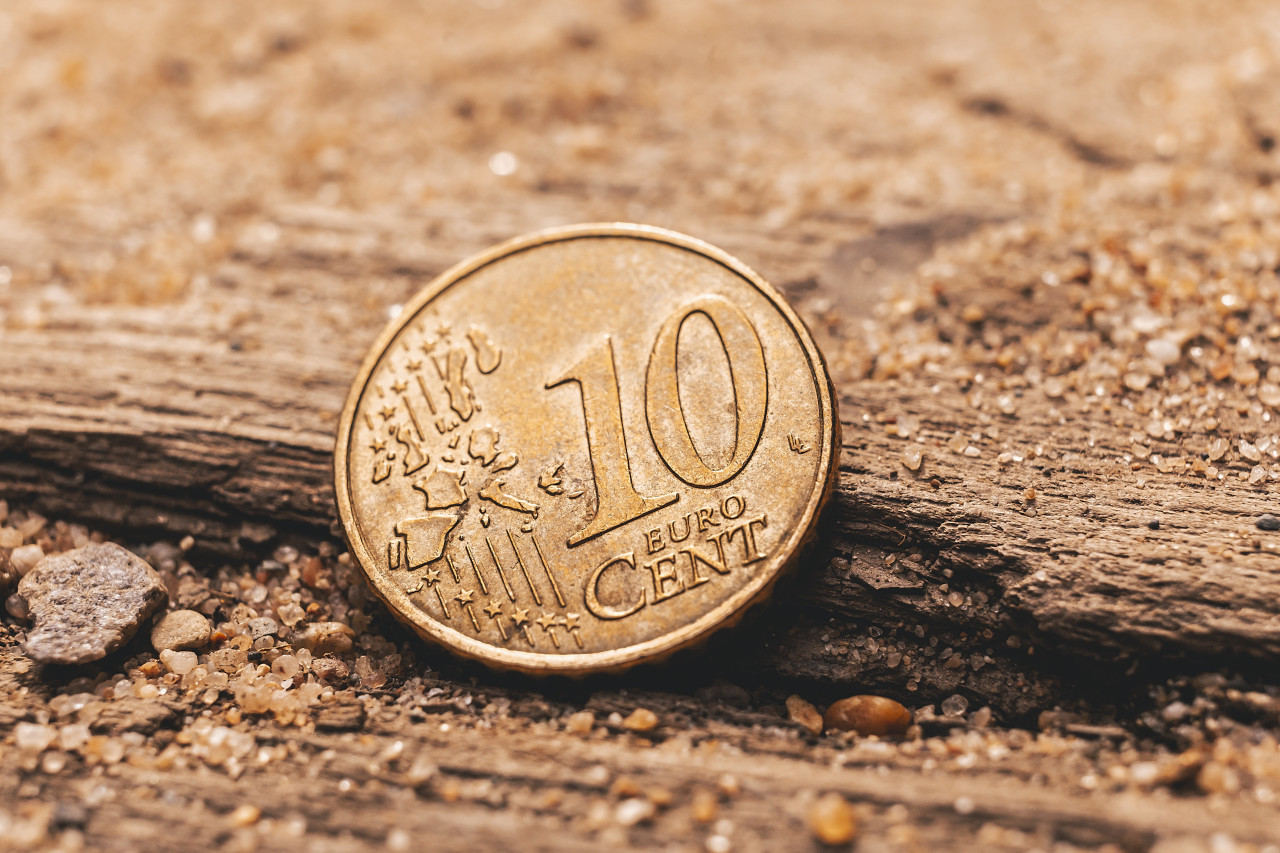 10 euro cent on the ground