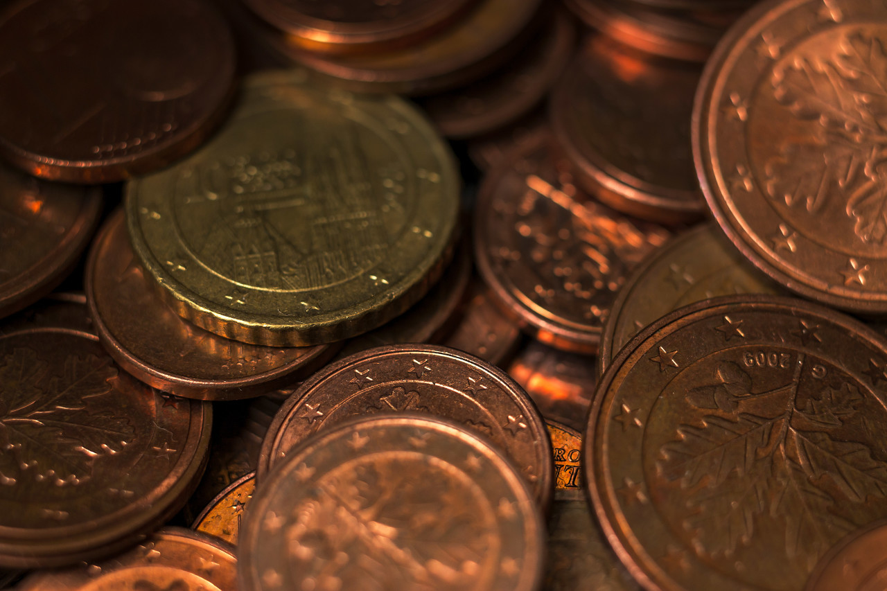small change euro coins