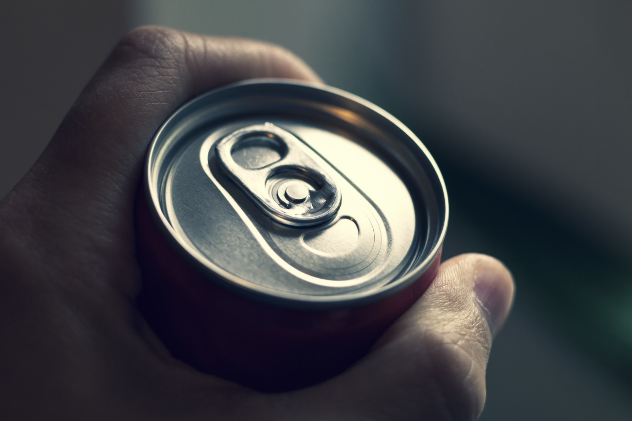 drink can - cola can in a hand softdrinks