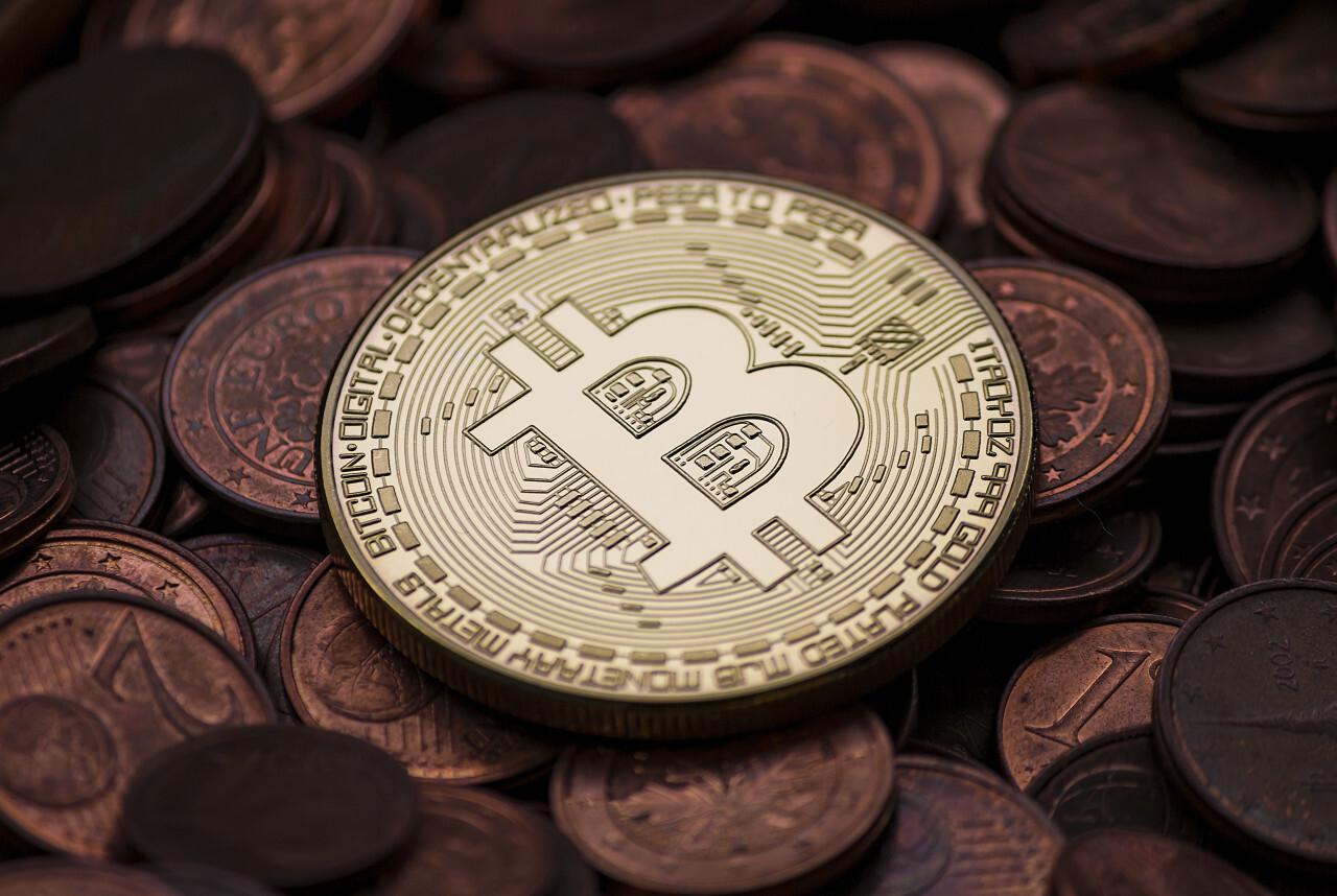 a bitcoin between euro coins