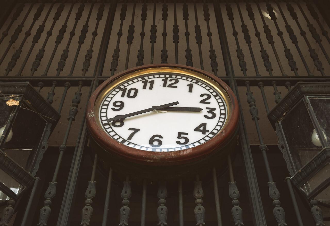 clock oblique dial