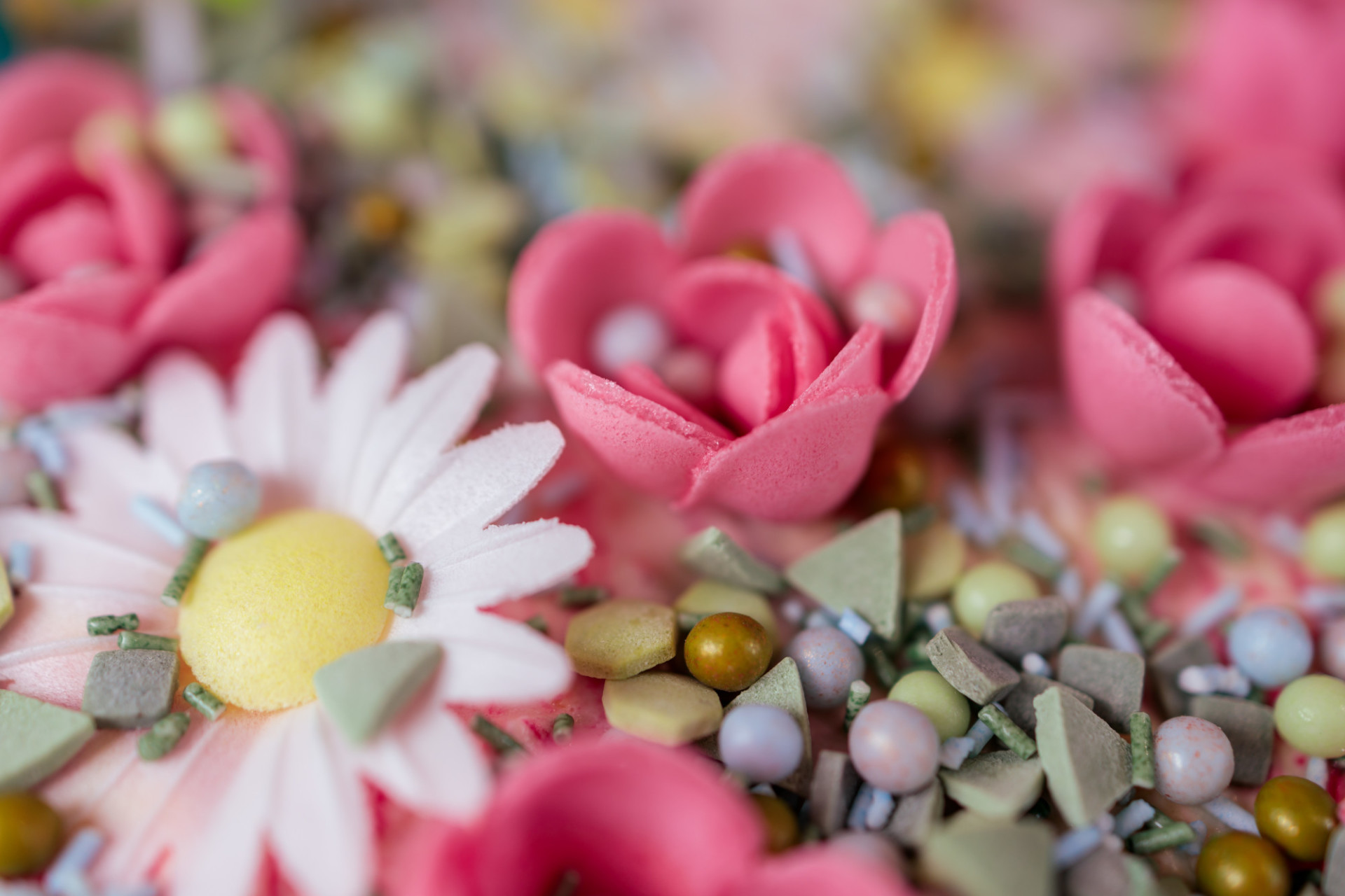 Sugar Decoration Flowers and Pearls