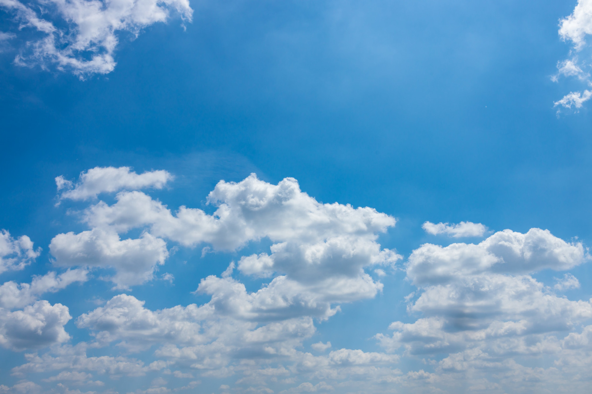 Blue summer sky with beautiful clouds