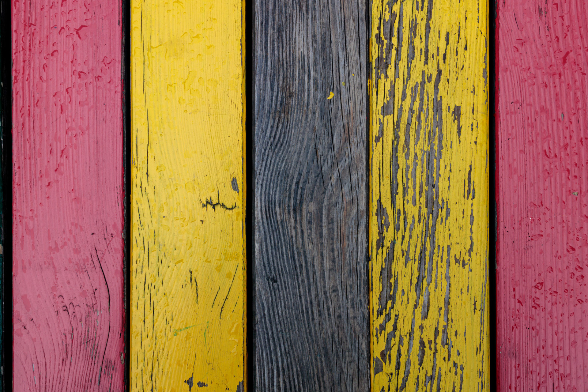 Yellow and red wooden wall texture