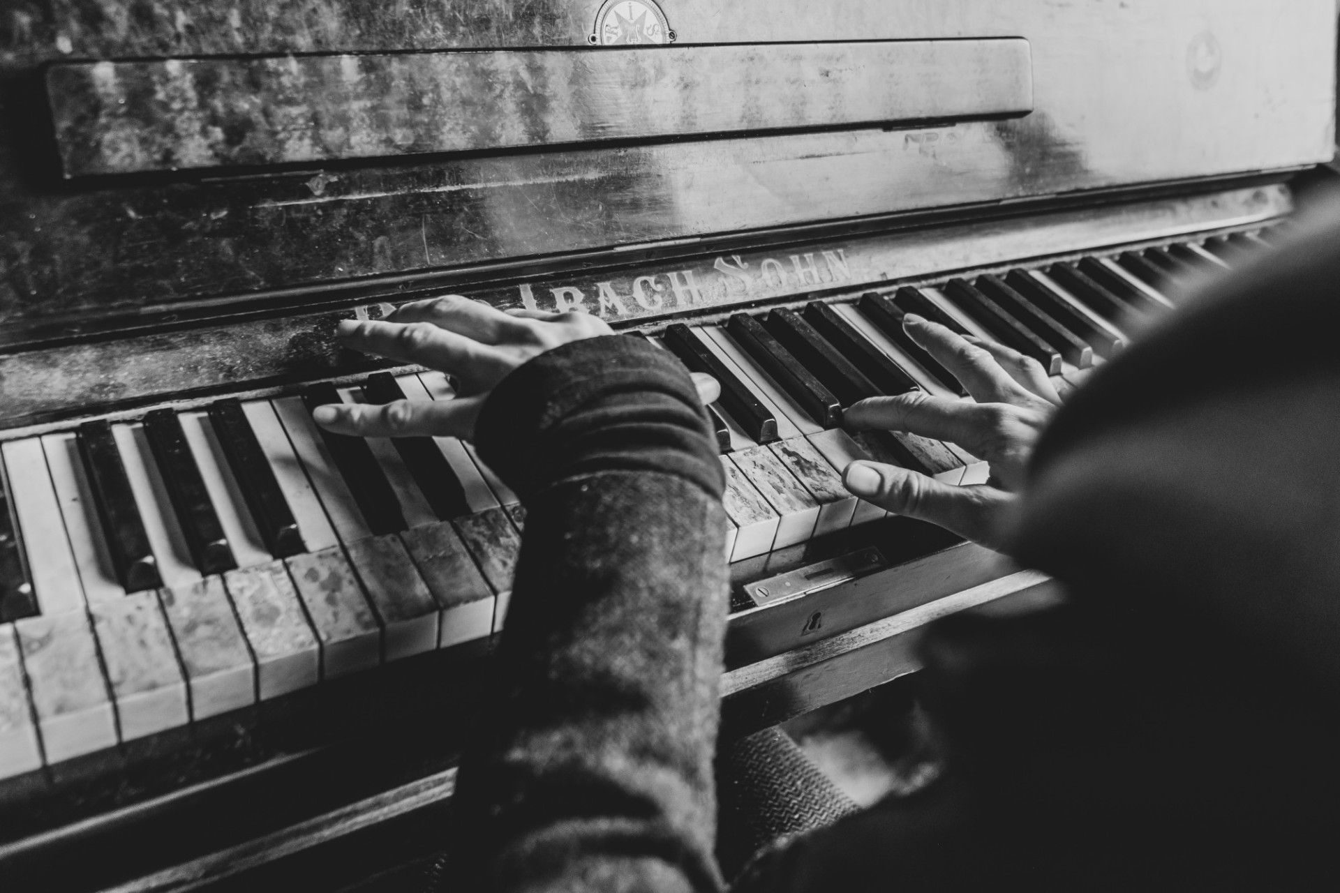 Pianist plays on an old destroyed piano