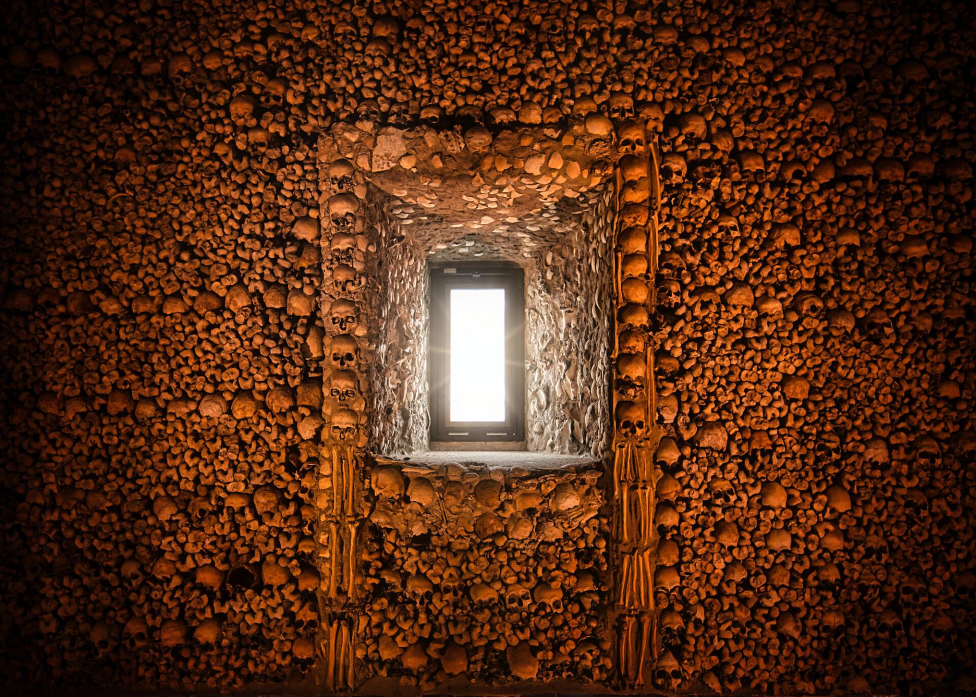 capella dos ossos portugal