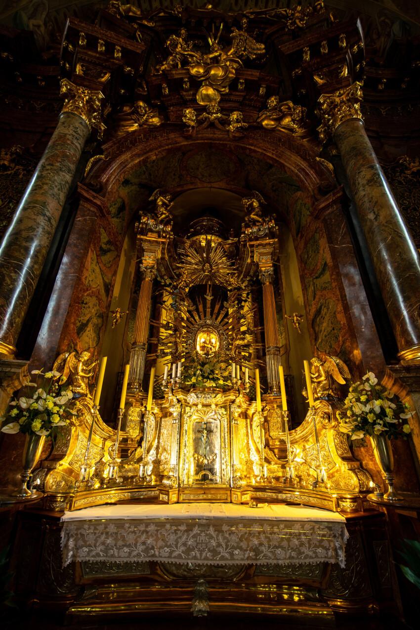 Imposing altar Maria Taferl