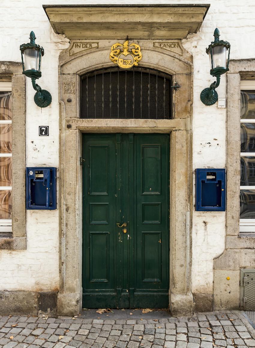 canon old green door