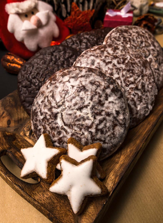 Christmas cinnamon stars and gingerbread