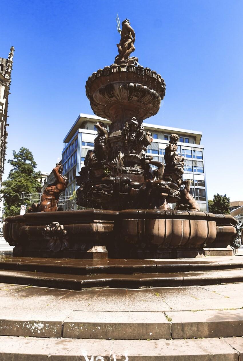 Jubilaeumsbrunnen (Jubileum Fountain) or Neptunbrunnen in summer
