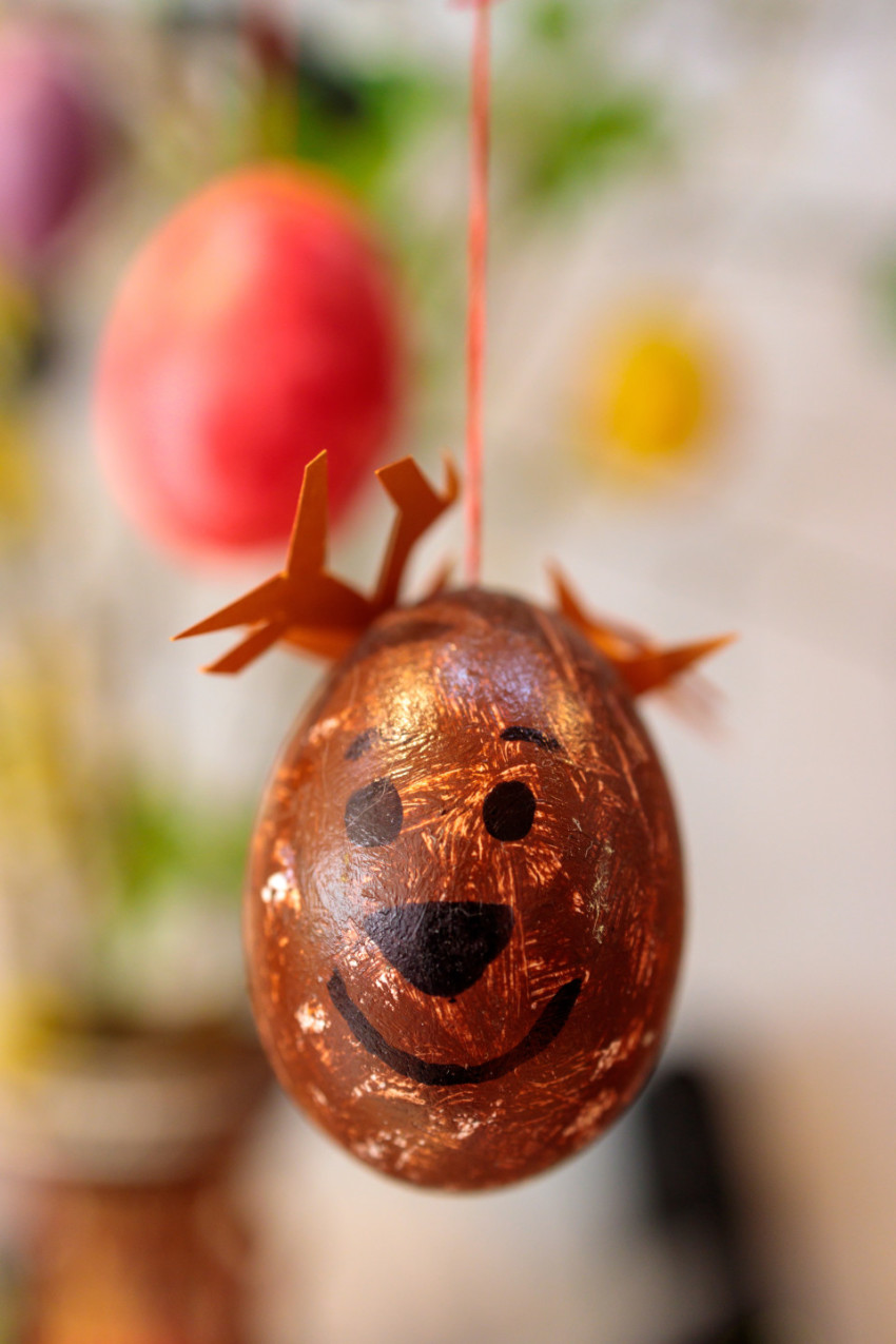 Easter egg with Easter bunny face