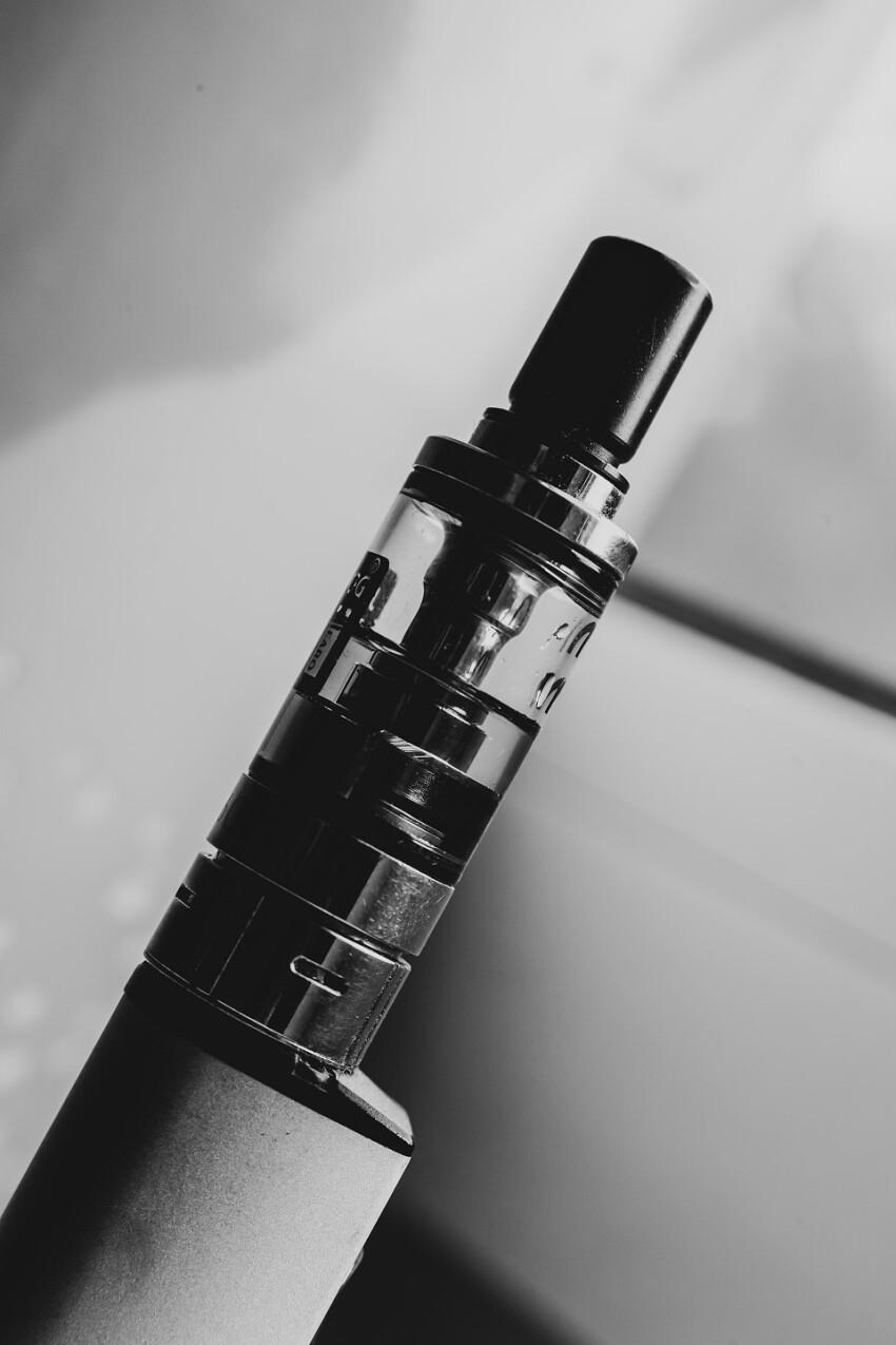 e cigarette black and white