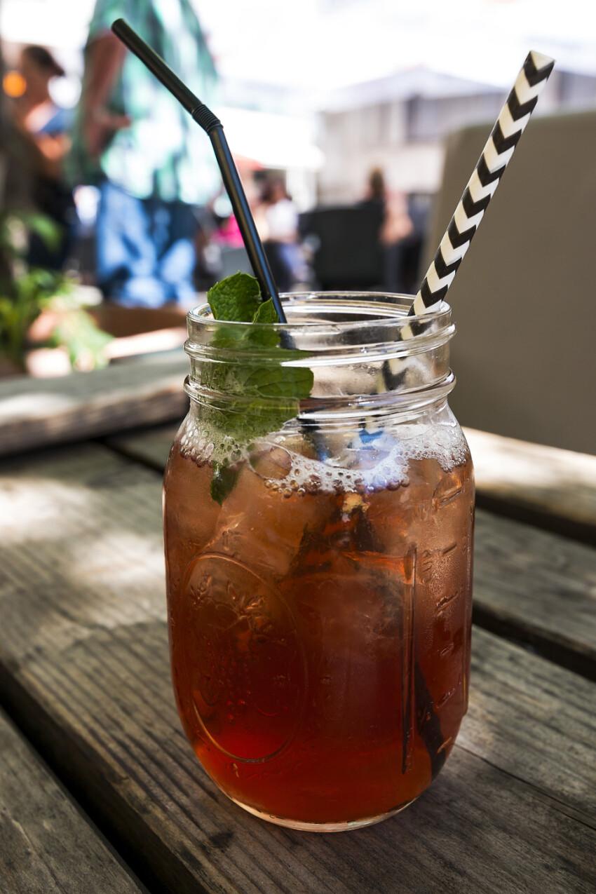peach ice tea cocktail