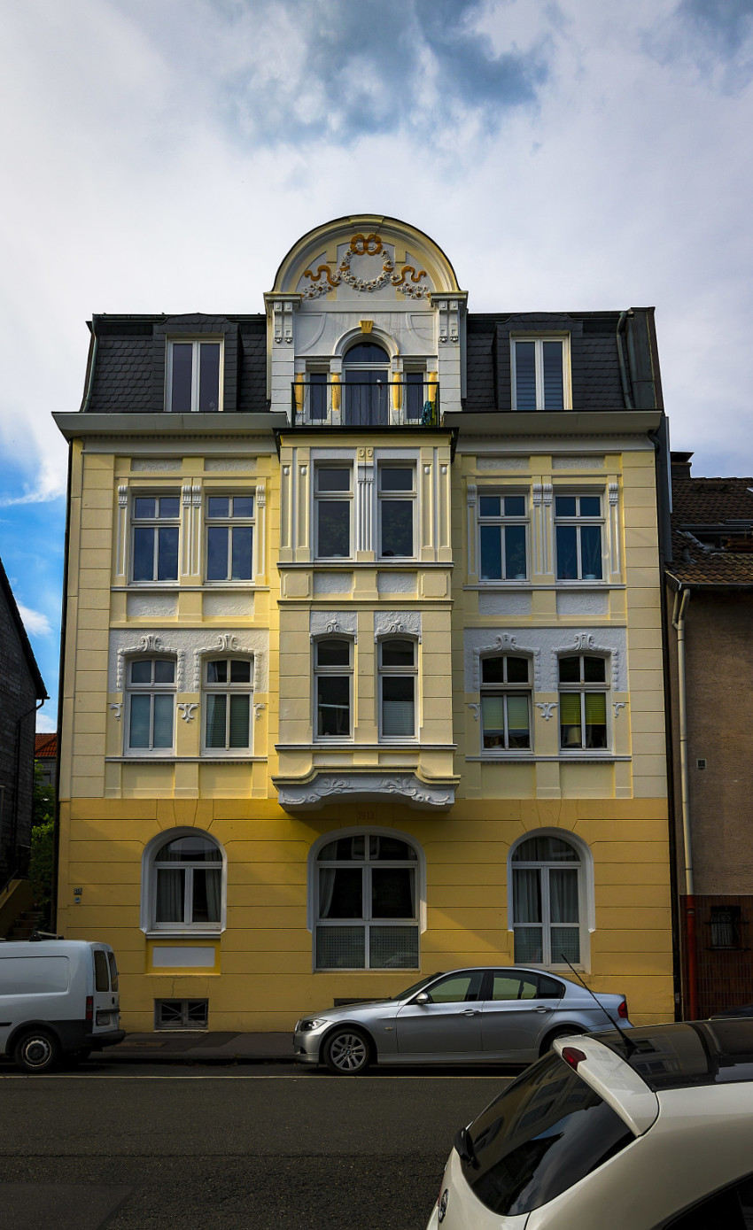 yellow house from the year 1913