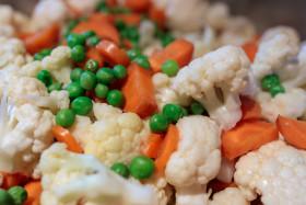 Peas, carrots and cauliflower in a saucepan
