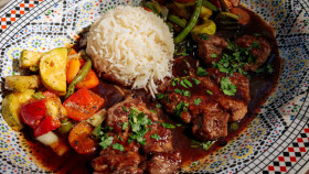 Stock Image: Plate with lamb, rice and grilled vegetables